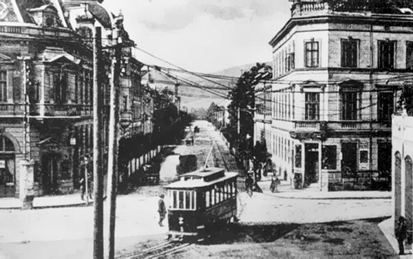 Erzsébet utca - Széchenyi tér kanyar