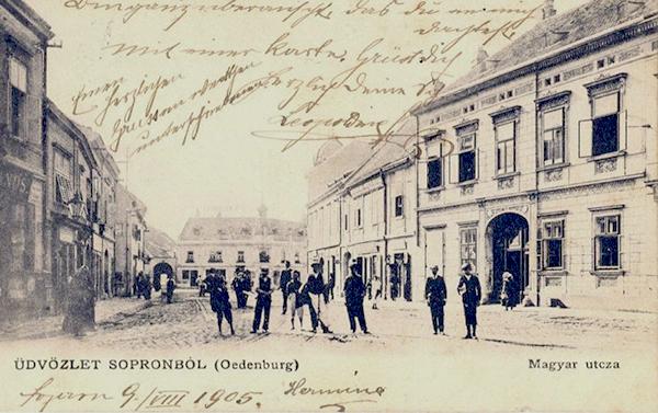 Magyar utca - itt már csak a sínek vannak meg, a szárnyvonalat 1903-ban megszüntették